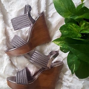 🌻 Kenneth Cole Reaction strappy wedge 🌻